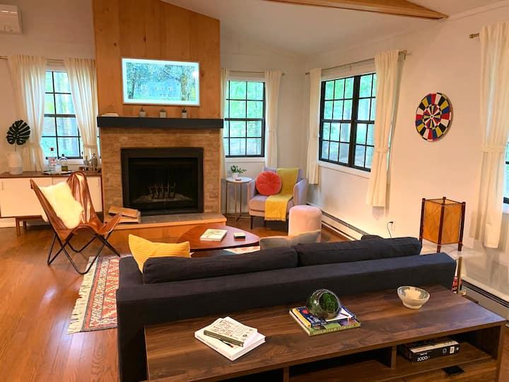Modern Cabin nestled between Catskills and Poconos