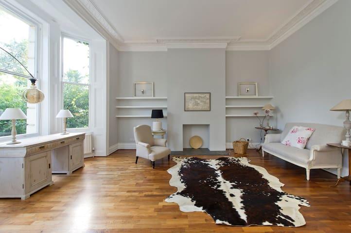 The original Notting Hill apartment with a patio