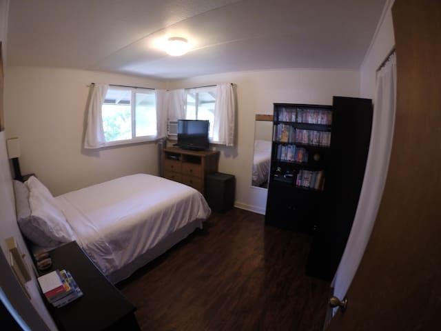 Great Bedroom, close to park and Waikiki beach. - Honolulu - House