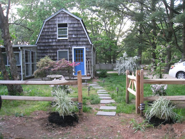 Adorable Amagansett Cottage, Walk to Town or Beach