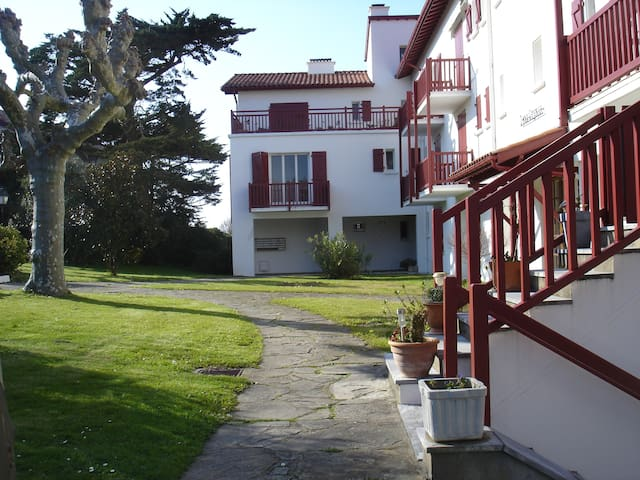 studio 30m2 Guethary village et plages a pieds - Guéthary - Apto. en complejo residencial