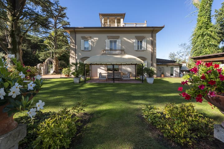 Luxury villa for rent in Camaiore (Lucca) Tuscany