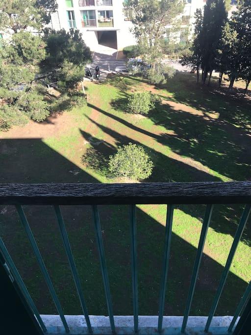 Une jolie vue sur le parc depuis la chambre. Un coin de verdure dans la ville !