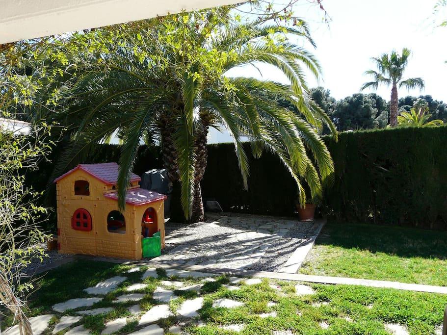 Bonita villa privada con jardin en urb el dorado talot for Jardin villa bonita culiacan
