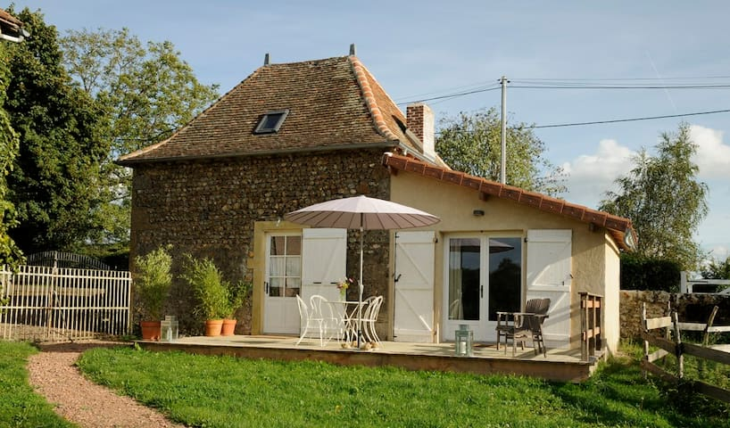 Peas&Love - Charming country house in Burgundy - Saint-Julien-de-Jonzy - Hus