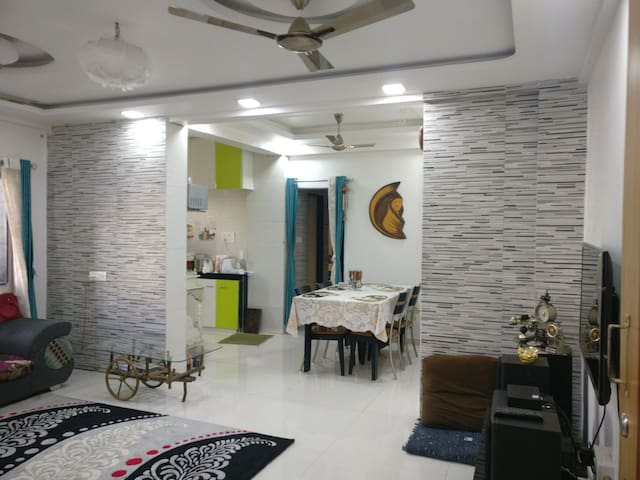 Centrally located cozy 2bhk - Andwalli, Nashik - Apartment