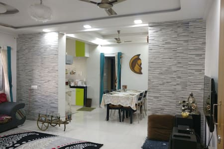 Centrally located cozy 2bhk - Andwalli, Nashik - Lakás