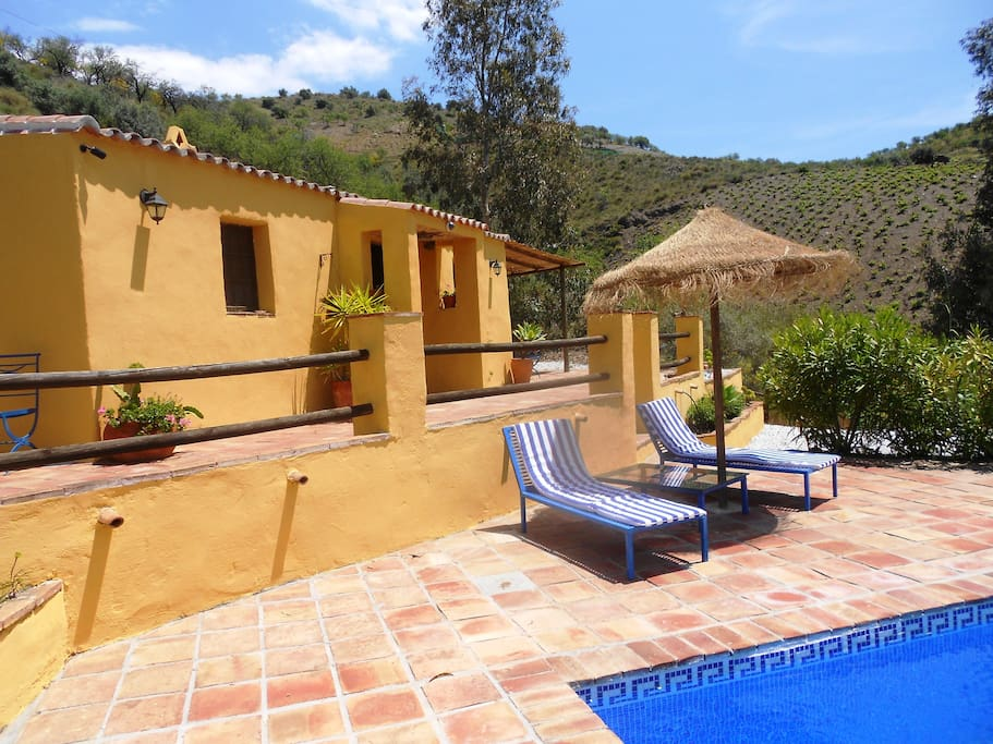 Casa overlooks pool, sunbeds await...