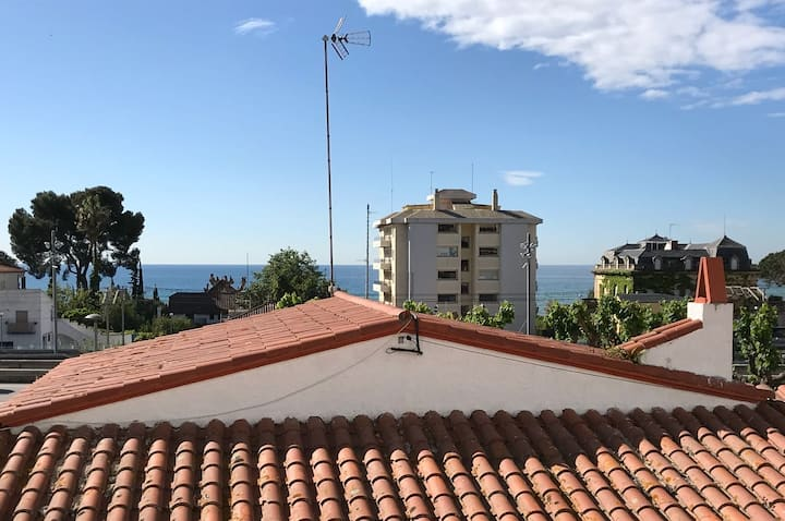 Seaview flat 150 mts from beach