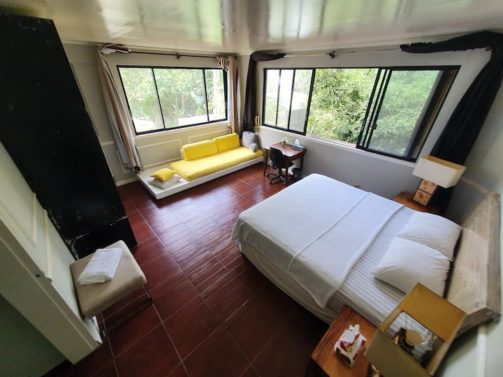 Busay aircon bedroom near top with own bathroon 2