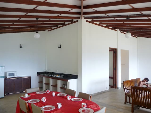 Pristine Hills: a peaceful room with a forest view - Kadugannawa - Bungalov