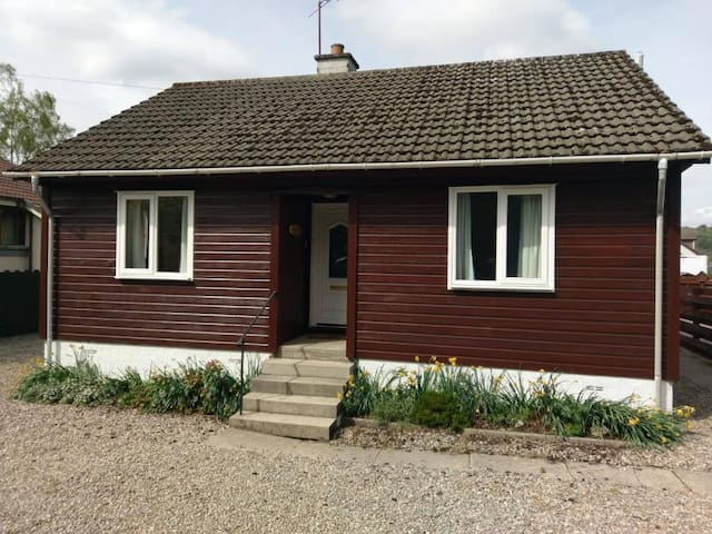Cedar Cottage - modern 4 person accommodation