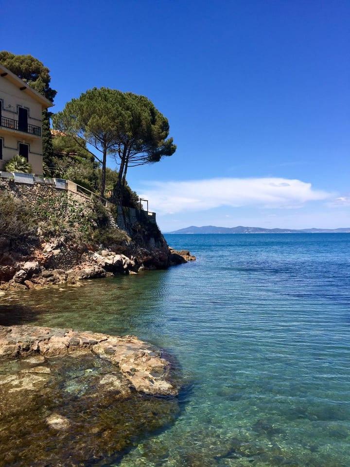 Bright flat over the sea. Villa Rosetta, apt 4.