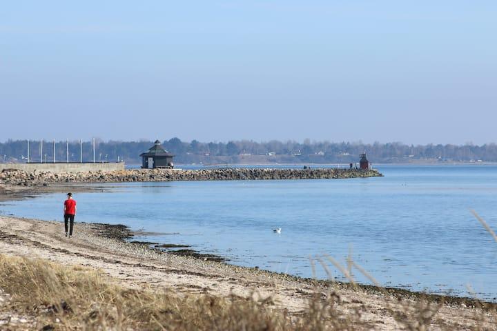 Fiskerhus i Lynæs med udsigt