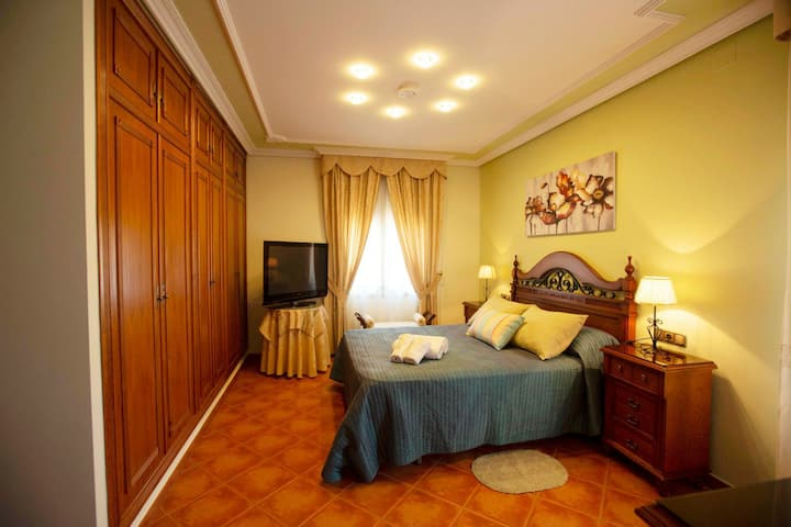 Habitacion con  jacuzzi y baño privado