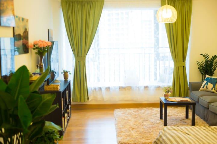 市中心温暖小屋,暖如阳光Cozy Modern Condo in Downtown Chengdu