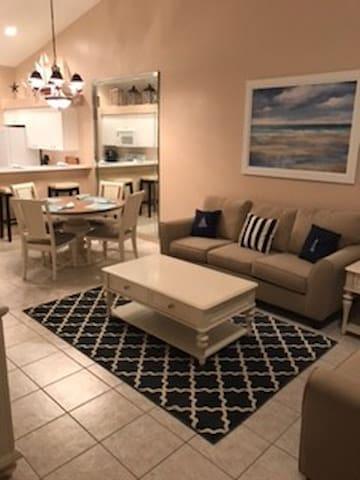 Newly furnished condo  in Naples  golf community - Estero - Kondominium