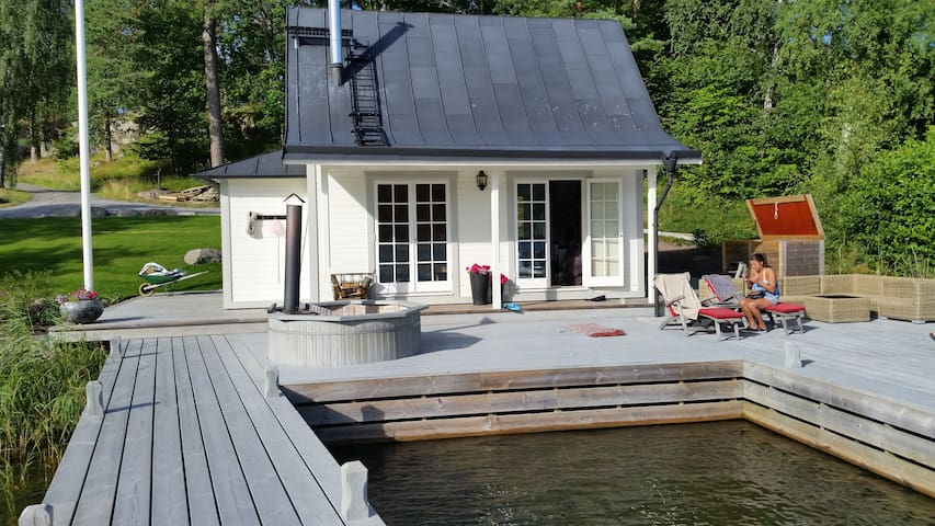 Beautiful cottage by the ocean 30m2 - Tyresö Ö - Cabana