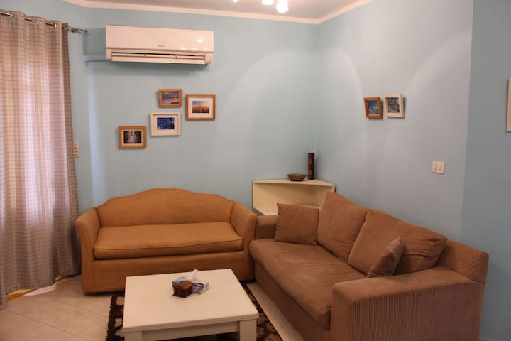 You'll love this charming 2 bedrooms apartment.