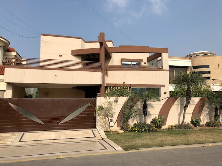 Beautiful Lahore House - Fully Furnished