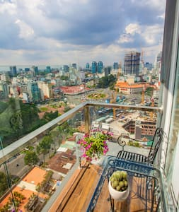 HEMERA- Balcony Room with Ben Thanh Market view. - Хошимин
