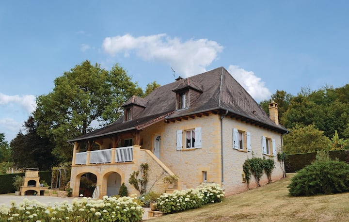 Holiday cottage with 3 bedrooms on 150m² in Le Lardin