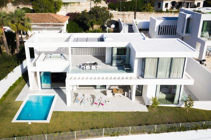 Oasis - Luxury Villa in Benalmádena with Jacuzzi
