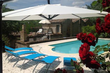 Incantevole villa con piscina  - SANTA VITTORIA IN MATENANO - Villa