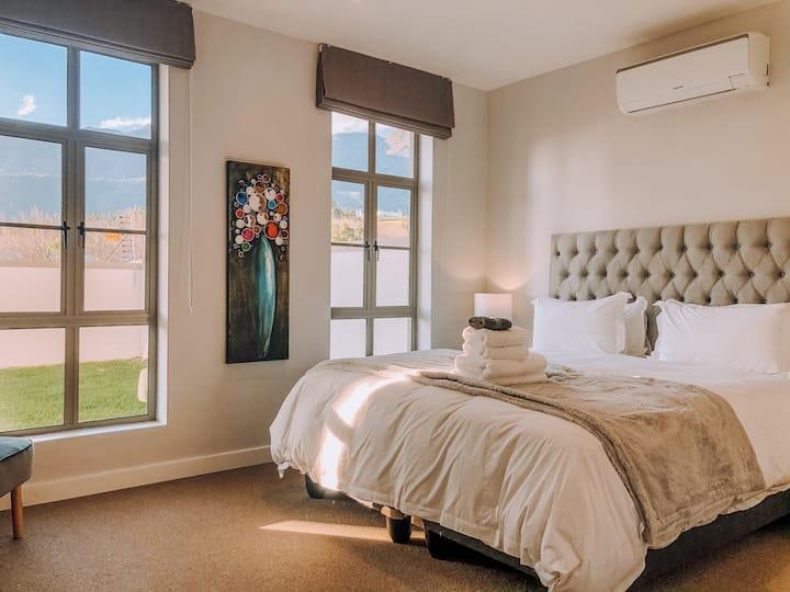 A Fresh Modern Franschhoek Apartment!