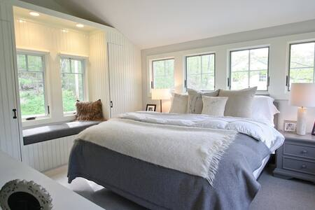Chic river's edge remodel, scenic New England town - House