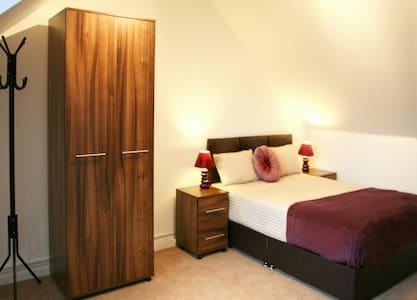 *Luxurious Double Room in Cedar Crescent Watford* - Bushey