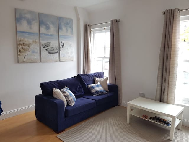 Modern 2bed townhouse @ the quay