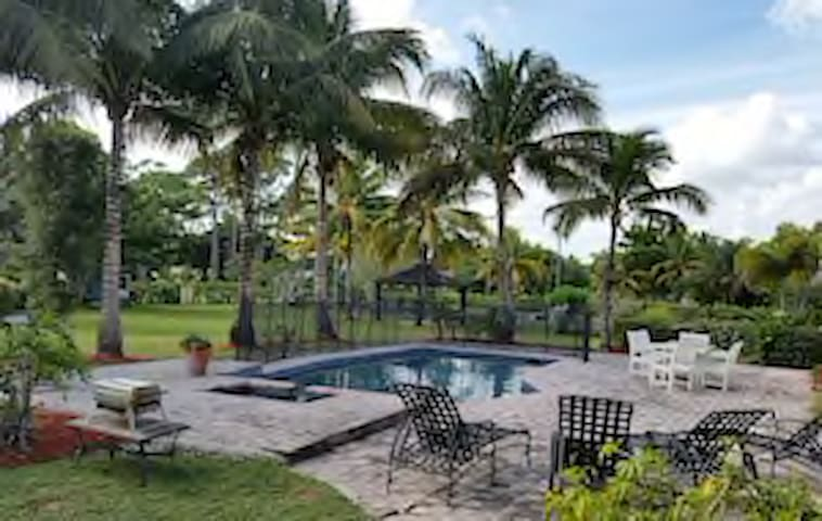 Estate Pool Home - Sleeps 8 - Palm Beach Gardens - House