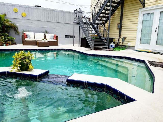 Relaxing, Hip, Apartment w/Heated Pool