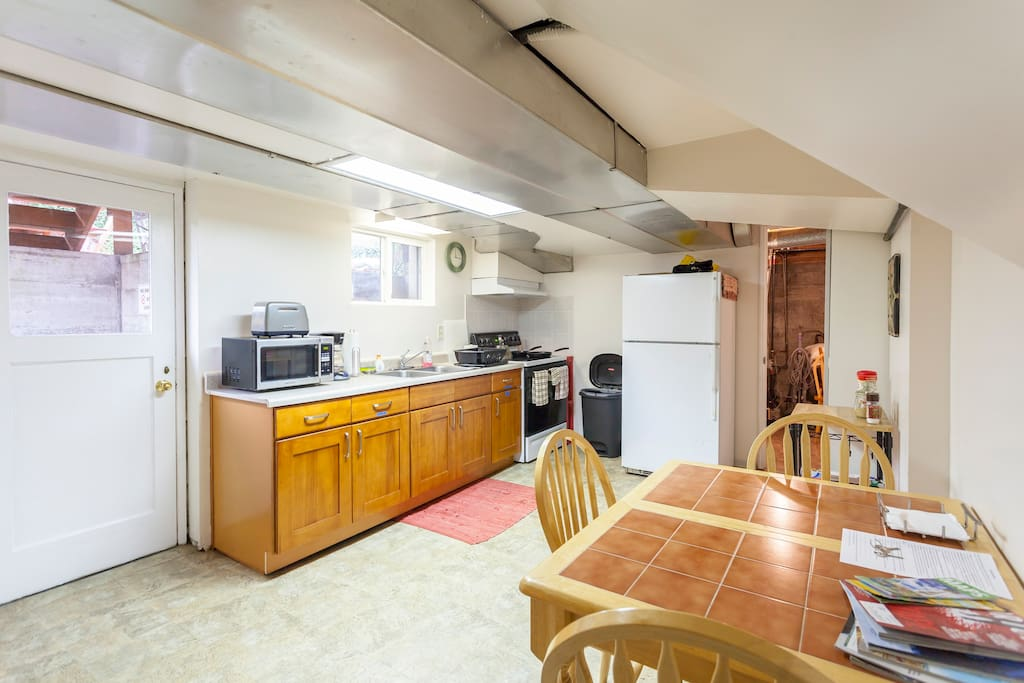 Eat-in Kitchen has new cupboards