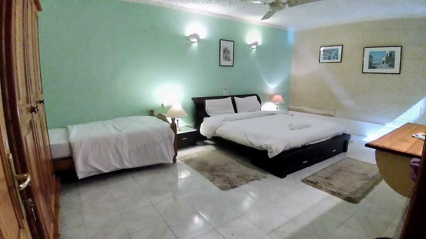 Apartment Bufo: Large Double Room + single bed