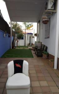 Estudio en casa con jardín - Mairena del Aljarafe