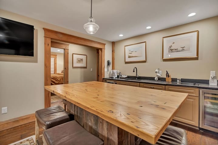 Main Lodge Suite 102
