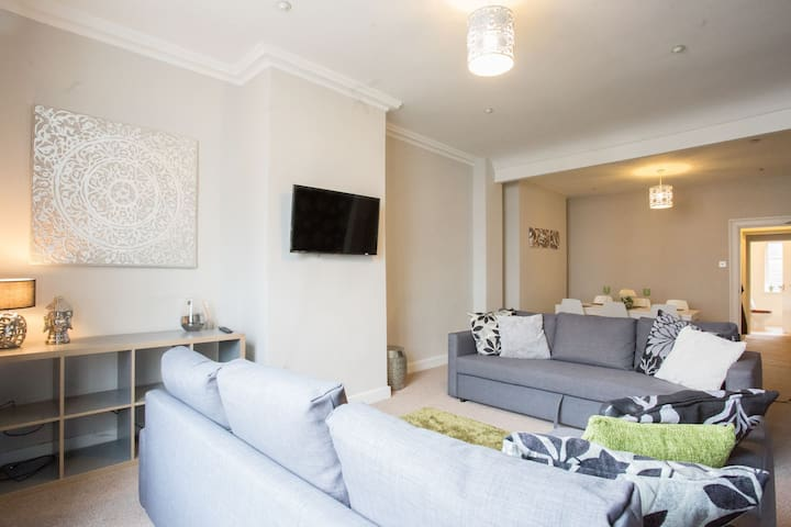Bridge Street Apartment on the Rows. Large sleeps 8 right in the City centre. Everything on your doorstep