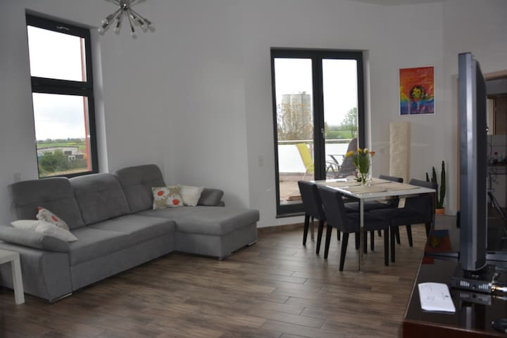 Very quiet, bright cozy and modern room /apartment - Niederkassel - Apartment