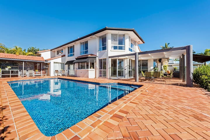 Waterfront Gold Coast Entire Holiday Home for you - Mermaid Waters