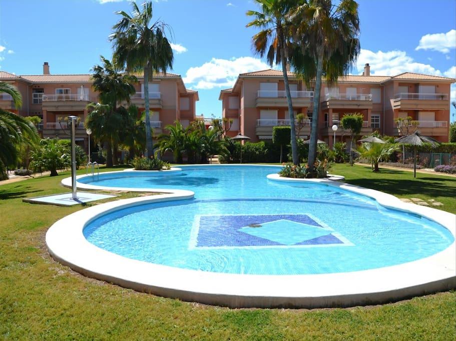 Apartamento con piscina y wifi cerca de la playa aptos for Piscina playa de madrid