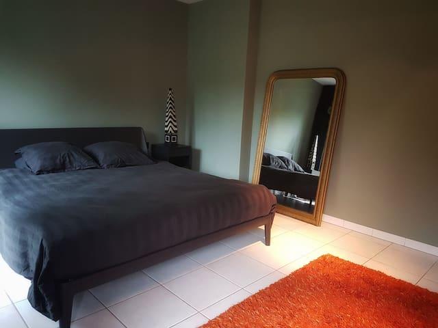 sfeervolle  kamer in villa met wellness
