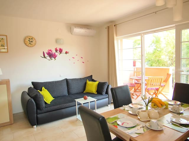 Rea - One Bedroom Apartment with Terrace ( 3 )