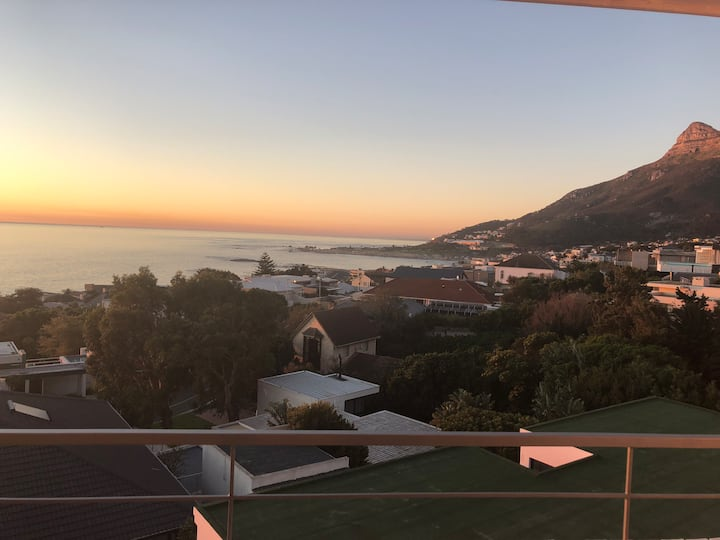 Modern 2 Bed  Camps Bay