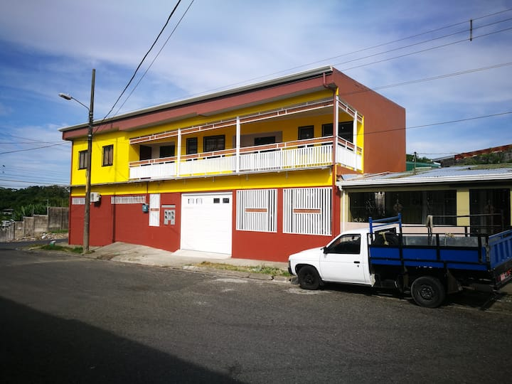 VERY COMFY & AFFORDABLE HOUSE IN LIMÓN, CR.