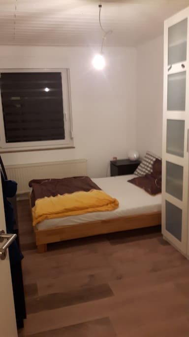 Schlafzimmer 1v2