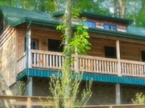 Roscoe Hillside Cabins- Bear Cabin-sleeps 2-4pp