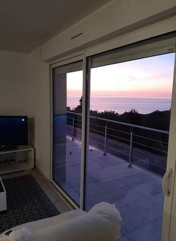 Gîte vue sur mer et falaises