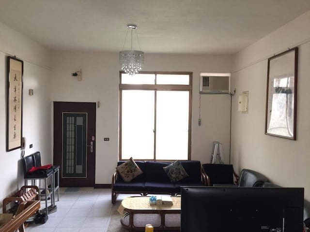4-bedroom townhouse for group up to 10 w/parking - Daxi District - House